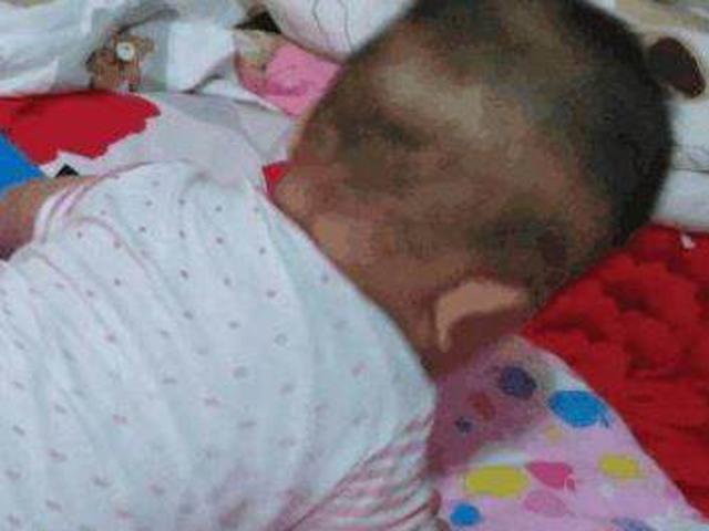 Nhờ bà chăm cháu 1 tháng, mẹ trẻ hoảng sợ khi nhìn thấy mặt con