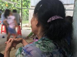 """Bà nội bé gái 10 tuổi bị bố ruột xâm hại: """"Tôi không có đứa con  đồi bại như nó"""""""