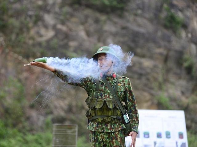 Sao Nhập Ngũ: Mr Cần-Trô Xuân Nghị và các tân binh hoảng hồn ném lựu đạn, dập lửa