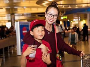 Jennifer Phạm đưa con trai từ Mỹ về Việt Nam sống chung với mẹ và bố dượng