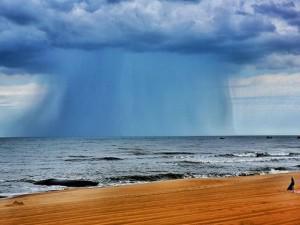 Điềm báo nguy hiểm từ đám mây nhìn hung dữ như vòi rồng ở Bà Rịa-Vũng Tàu