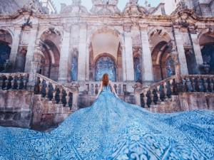 Ngỡ như mơ: Người phụ nữ đi khắp nơi chỉ để chụp váy tung bay những địa điểm đẹp nhất!
