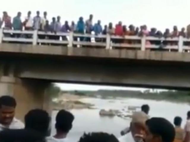 Cãi nhau với vợ, chồng ném cả 3 con nhỏ xuống sông khiến tất cả thiệt mạng