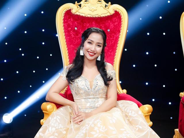 Mẹ 3 con Ốc Thanh Vân gây choáng ngợp khi lộng lẫy như công chúa ngồi ghế nóng