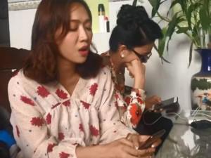 """Chí Tài đệm đàn cover hit của Mỹ Tâm, Diệu Nhi khiến fan """"ngẩn ngơ"""" vì... hát nghiêm túc"""