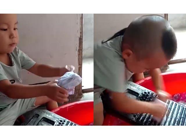 Dành cả thanh xuân để giặt quần áo giúp mẹ, em bé chiếm trọn tình cảm của cộng đồng mạng