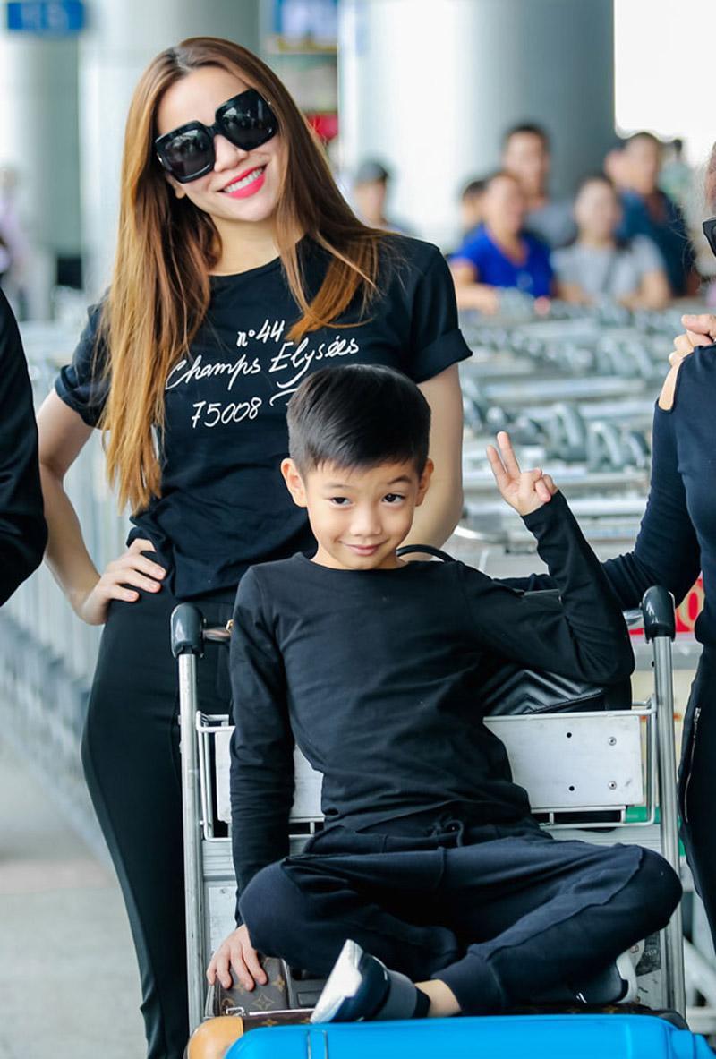 Là con trai của biểu tượng thời trang Vbiz Hồ Ngọc Hà, Subeo luôn ăn mặc đẹp.