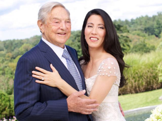 Cuộc hôn nhân gây tranh cãi giữa tỷ phú 83 tuổi với chân dài 42 tuổi bây giờ ra sao?