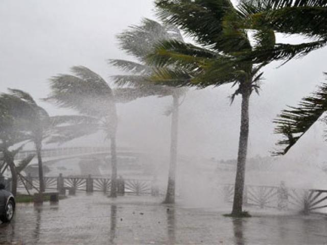 Tin mới bão số 4: Bão tiến về các tỉnh Quảng Ninh đến Nam Định, gió giật cấp 10