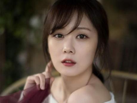 """""""Nữ thần không tuổi"""" Jang Nara trẻ lâu nhờ…đấm vào mặt"""