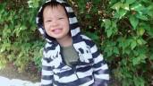 Mẹ cầm máy chụp, con trai út Lý Hải Minh Hà chu môi tạo dáng đến chảy cả nước dãi