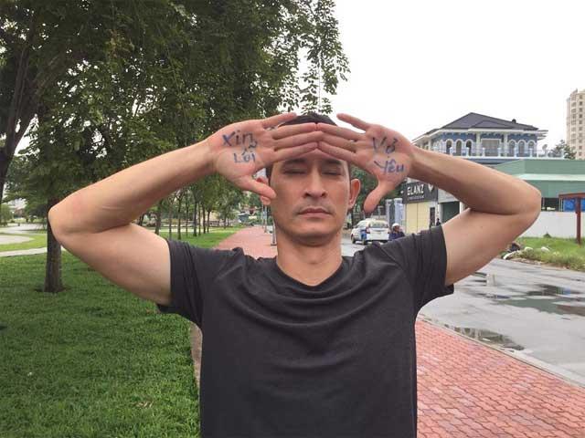 Sao Việt 24h: Chết cười với cách Huy Khánh xin lỗi để được vợ tha thứ