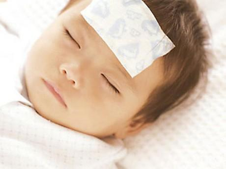 Cách hạ sốt cho trẻ chính xác nhất do bác sĩ tư vấn