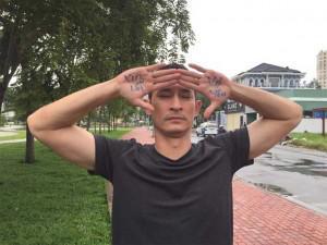 """Sao Việt 24h: """"Chết cười"""" với cách Huy Khánh xin lỗi để được vợ tha thứ"""