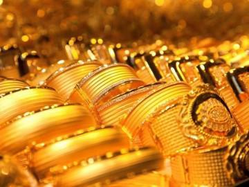Giá vàng hôm nay 15/8/2018: Bị bán tháo, vàng lần mò dưới đáy