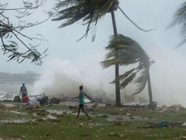 Bão số 4 bất ngờ mạnh lên, giật cấp 12, Bạch Long Vỹ đã có gió mạnh và mưa lớn