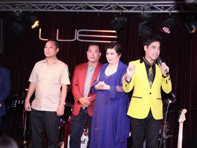 Mẹ 74 tuổi cảm động nhìn Ngọc Sơn và 2 em trai hát tặng ngày sinh nhật
