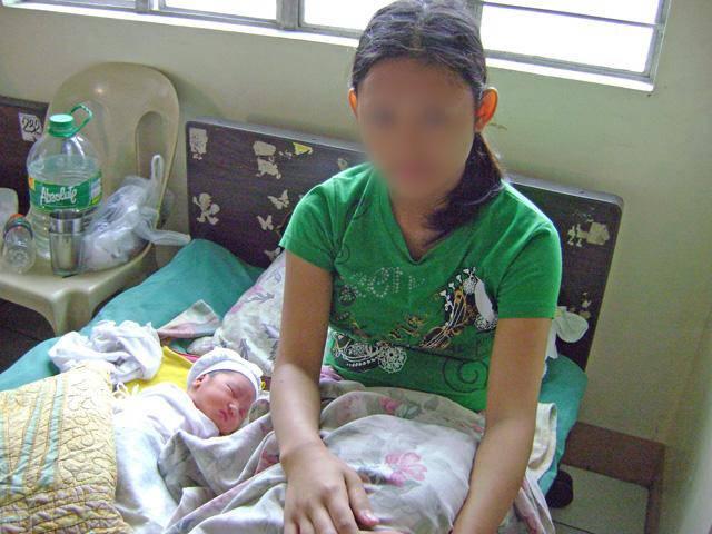 Con gái 17 tuổi mang thai, gia đình không trách mắng còn ăn mừng vì lý do bất ngờ