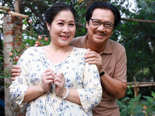 Ngắm loạt khoảnh khắc tình bể bình của vợ chồng NSND Hồng Vân trong Gạo Nếp Gạo Tẻ