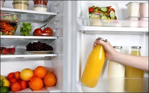 Tủ lạnh hết sạch mùi hôi, không còn ngập đồ nhờ mẹo sắp xếp và vệ sinh này