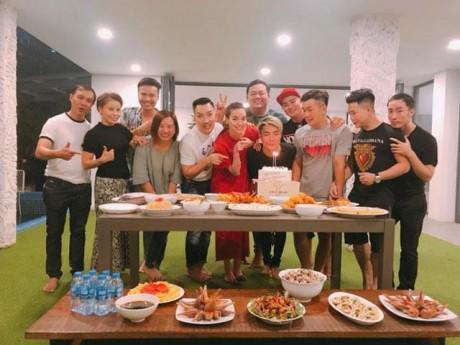Sao Việt 24h: Hồ Ngọc Hà tổ chức sinh nhật cho bạn thân tại nhà, Kim Lý xuất hiện