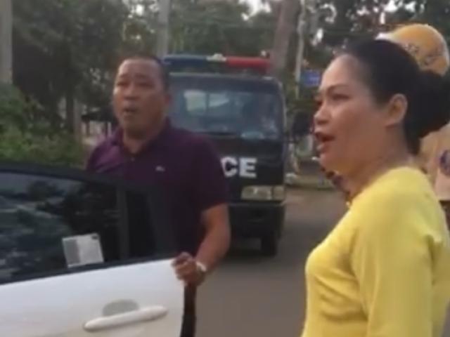 Chồng bị yêu cầu đưa xe về trụ sở làm việc, vợ đứng chửi bới xúc phạm CSGT thậm tệ