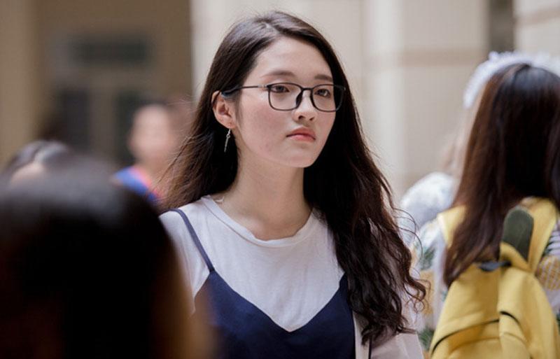 Đôi mắt 1 mí Hàn Quốc được dự đoán sẽ là 1 hot girl trường báo.