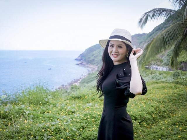 Hội An hiện ra ngọt ngào, đầy lãng mạn trong MV mới của ca sĩ Đinh Hiền Anh