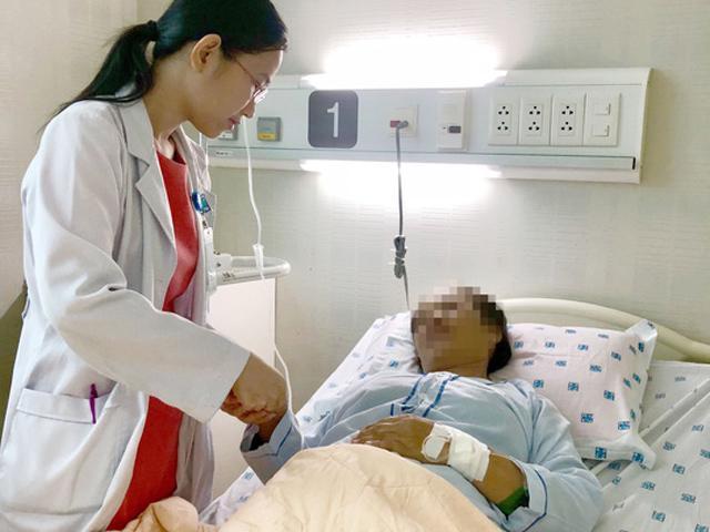 Người phụ nữ ói ra máu vì nghĩ bác sĩ chẩn đoán sai, tự ý đi mua thuốc