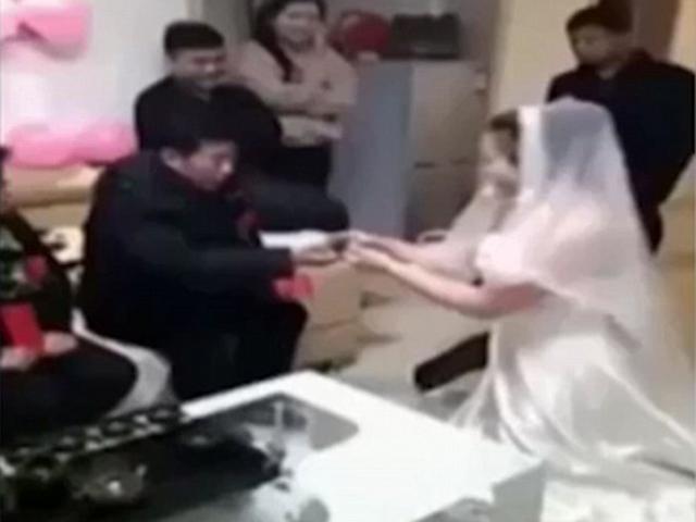 Cô dâu quát mắng nhà chồng giữa đám cưới, đòi hủy hôn vì lý do không ngờ