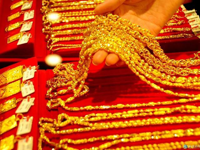 Giá vàng hôm nay 24/8/2018: USD tăng giá đẩy vàng lao dốc