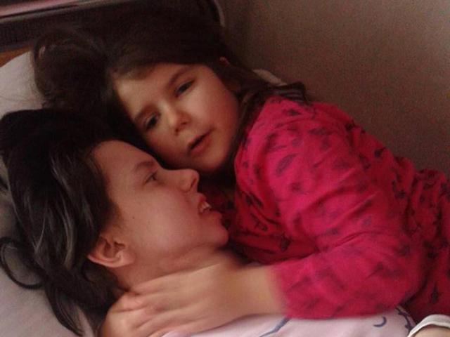 Sinh con trong lúc hôn mê, người mẹ tỉnh dậy thấy con gái đã 7 tuổi