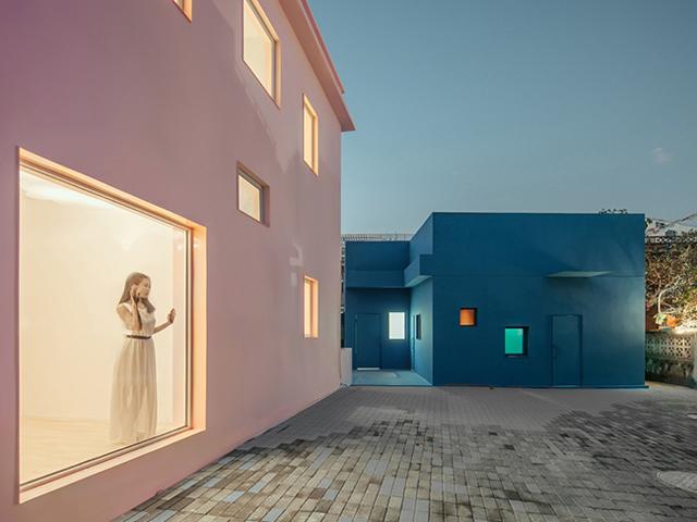 Lóa mắt trước hai căn nhà chị em độc đáo nổi bần bật giữa thành phố