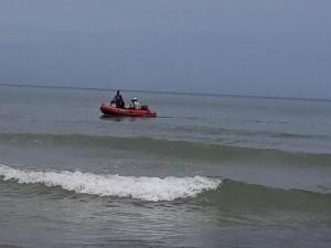 Đi dự sinh nhật thầy giáo ở bãi biển, 5 học sinh bị sóng cuốn trôi