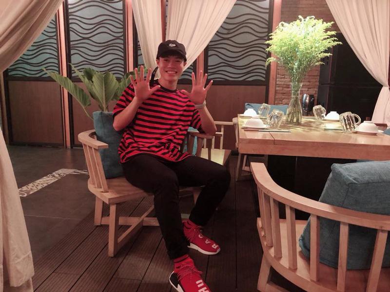 Văn Toàn U23 Việt Nam chính là chàng trai mê giày đỏ.