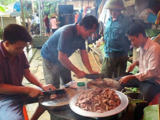 Bố thủ môn Bùi Tiến Dũng mổ trâu, mời cả làng tới cổ vũ cho U23 Việt Nam