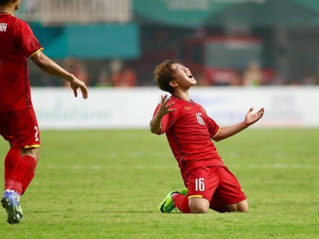 Chiêm ngưỡng siêu phẩm sút phạt đẳng cấp vào lưới U23 Hàn Quốc của Minh Vương