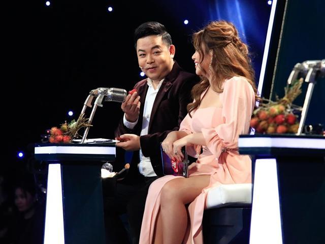 Giữa sóng truyền hình, Quang Lê đòi ăn cả đạo cụ của đội vợ chồng Cẩm Ly - Minh Vy