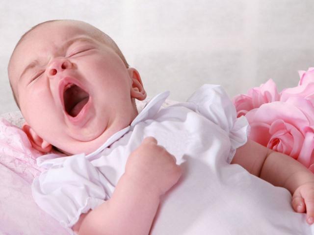 Trẻ sơ sinh ngủ ít: Nguyên nhân và cách xử trí