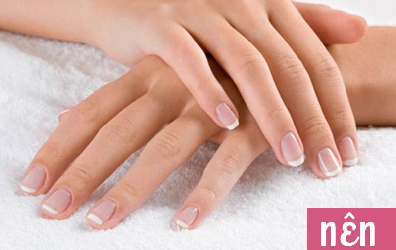 Phái namthấy dễ chịu hơn khi phụ nữ cómóng tay gọn gàng,sạch sẽ.
