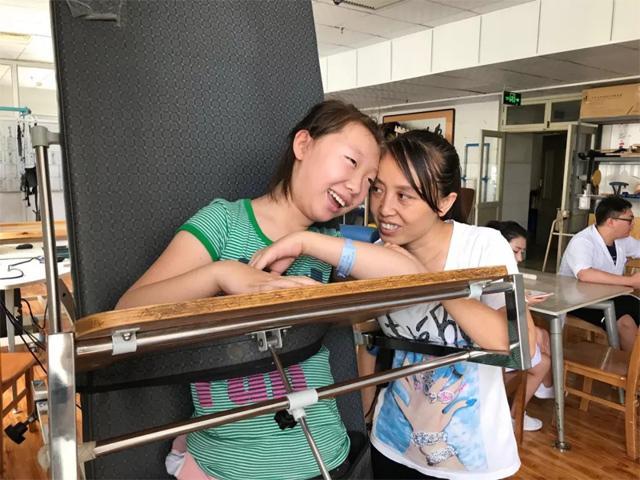 12 năm mẹ cùng con gái bại não đồng hành mọi nẻo đường và cái kết đầy bất ngờ