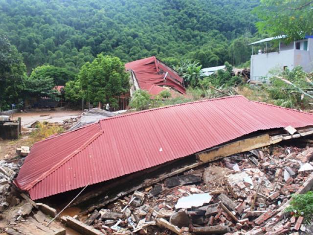 Ngôi trường đổ sập và ngập bùn do mưa lũ, 300 học sinh bơ vơ trước ngày khai giảng
