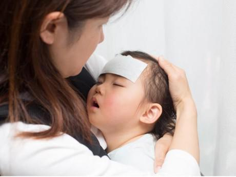 Làm gì khi trẻ bị sốt?