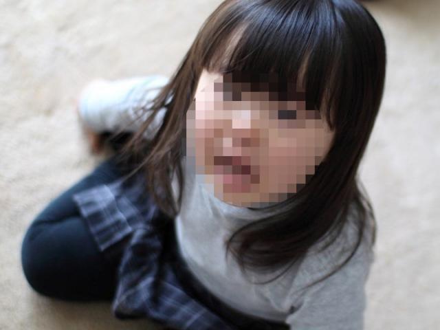 Bé gái 3 tuổi ngây thơ gặm bánh mỳ để sống sót bên cạnh thi thể mẹ suốt 4 ngày