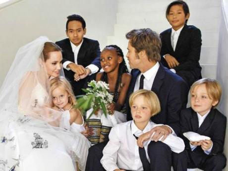 Ngôi sao 24/7: Bên nhau 10 năm, cùng nuôi 6 đứa con, Angelina giờ hối hận vì yêu Brad Pitt?