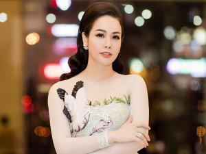 """Xuất hiện lộng lẫy, Nhật Kim Anh bất ngờ khi được fan gắn danh xưng """"Xa Thi Mạn Việt Nam"""""""