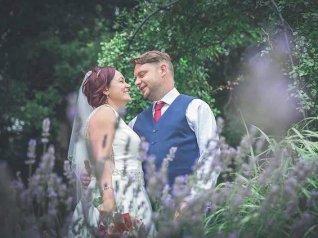 Vừa xong đám cưới, cô dâu sốc nặng phát hiện chú rể đột tử ngay trong đêm tân hôn