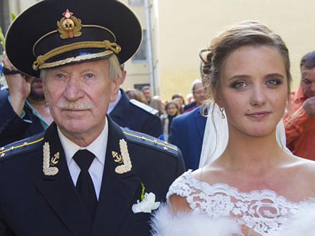 Tài tử 87 tuổi ly hôn vì vợ đáng tuổi cháu không chịu quan hệ tình dục