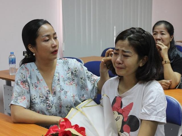 Sau gần một tháng điều trị ung thư phổi, Mai Phương bật khóc trong ngày xuất viện