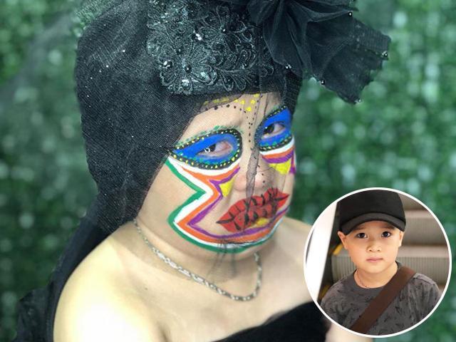 Có mẹ là thợ make-up, bé trai tưởng sẽ đẹp như soái ca ai ngờ khóc thét khi soi gương